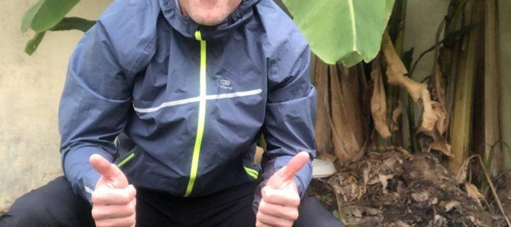 N'ayez plus peur de la pluie en vous équipant de la veste et du pantalon imperméables Trail Running by Kalenji !