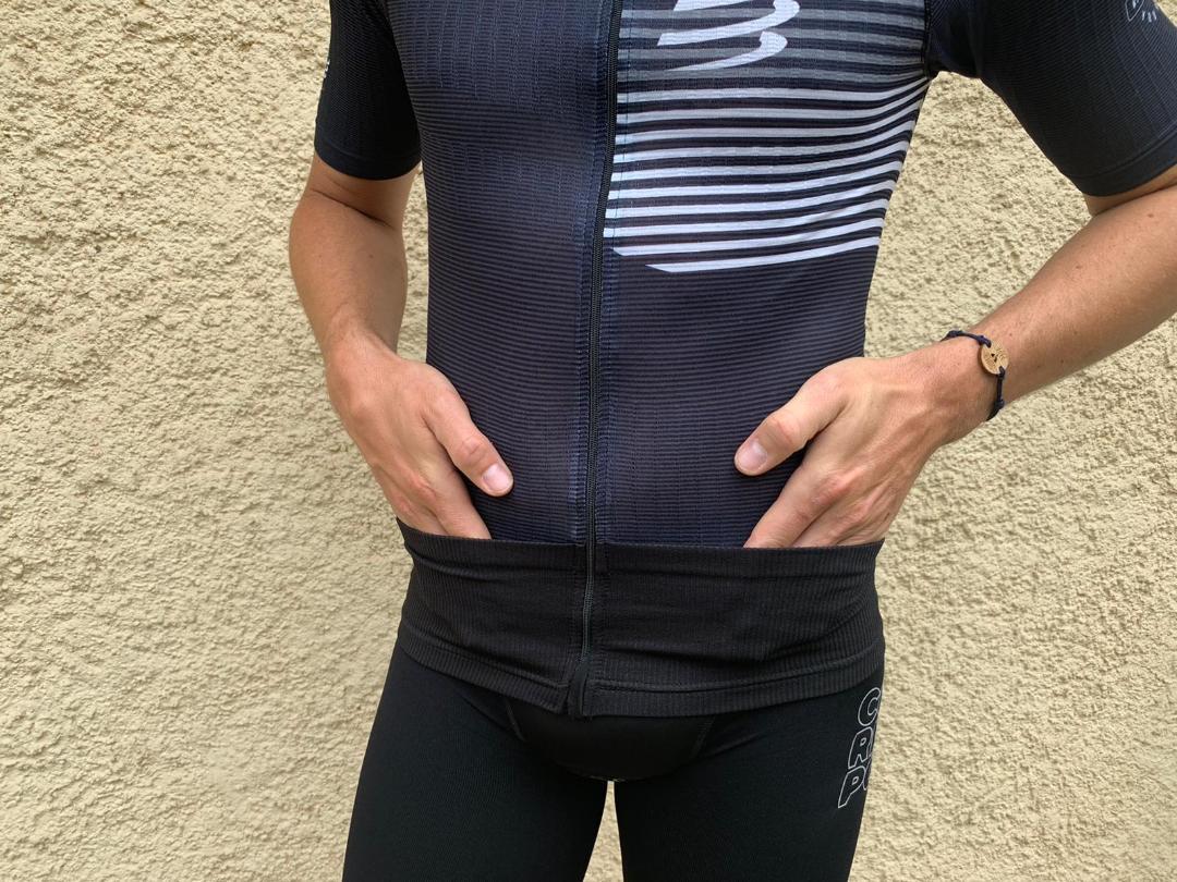 Ensemble triathlon de chez Compressport : rangements ceinture