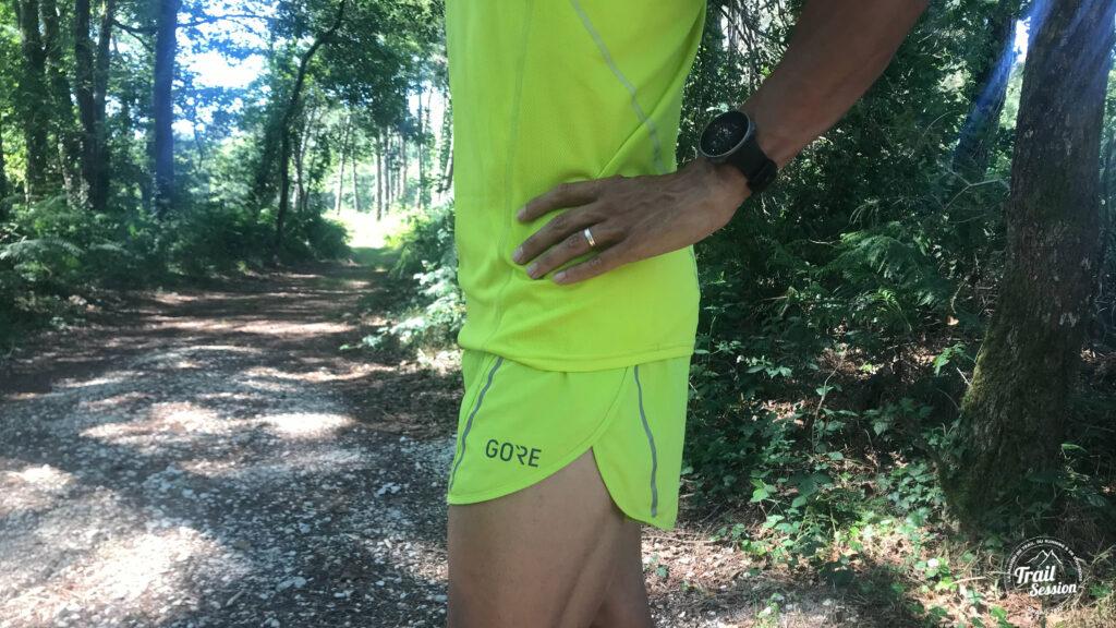 Gore Wear Running Essentials : short et débardeur de profil
