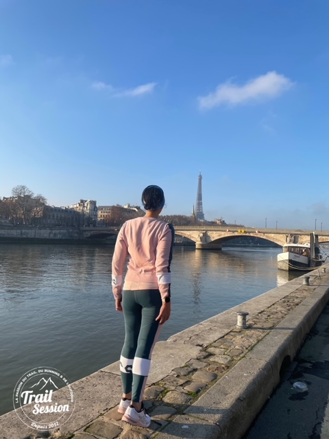 Test de la tenue legging, débardeur et sweat-shirt